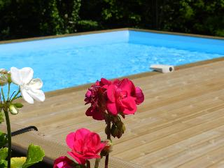 Woodpecker Cottage with Shared Heated Pool, Jugon-les-Lacs