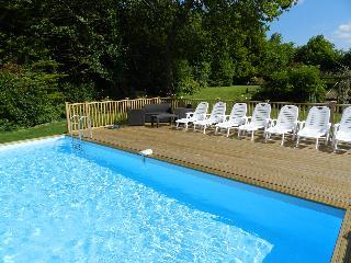 La Bournais Farmhouse with Shared Heated Pool / Hot Tub
