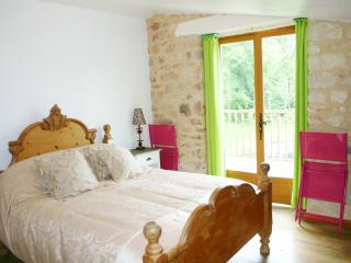Master bedroom, en-suite and private balcony with table & chairs