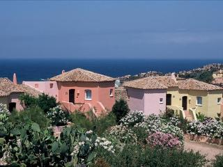 Maria Cottage, Sardinia. Fantastic Views and Beach, Costa Paradiso