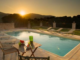SUPERB VILLA WITH PRIVATE POOL, Sami