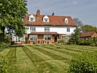 Ashleigh House HOT TUB & SNOOKER sleeps 25, Henley in Arden