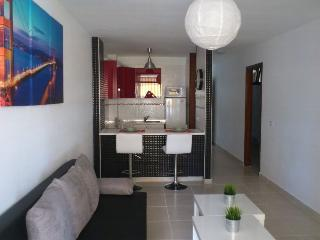 Modern and Central location, wifi,tv sat,nice view, Los Cristianos