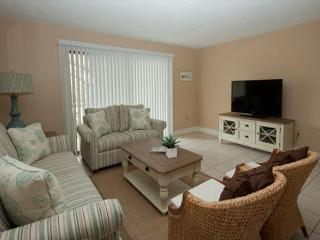 Xanadu Villa B1 - 3 Bedroom 2 and 1/2 Bathroom Poolside Flat  Hilton Head, SC