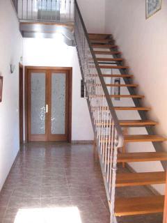 Uplifting entrance hallway