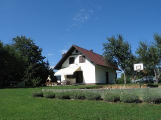 HOLIDAY HOUSE NOVOSEL - PLITVIČKA JEZERA