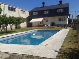 Amplio chalet con jardin y piscina privada ideal, Allariz