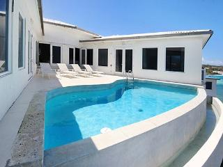 Bliss - Ideal for Couples and Families, Beautiful Pool and Beach