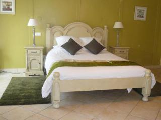Ground floor bedroom, king size bed, en-suite shower & WC - suitable for restricted mobility