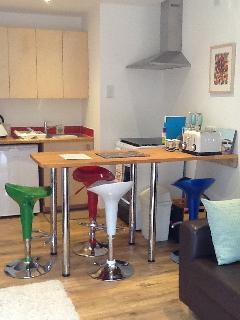 Kitchen area and breakfast bar.
