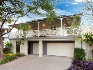Lambert House. Luxury executive home 1km to City