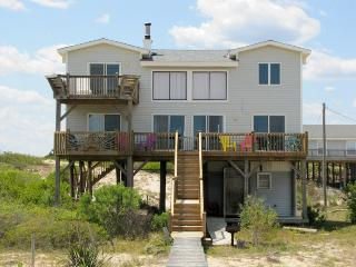 Oceanfront Carova Cottage, 4X4 area, Dog Friendly! Quiet Honeymoon Spot!, Corolla