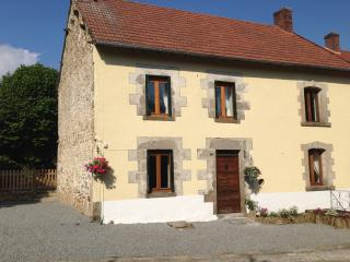 Meadow View Gites - Bluebell Cottage (Sleeps 10 + baby) with pool in Janaillat