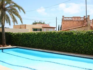 near beach child-friendly apartment with pool, Cala Millor