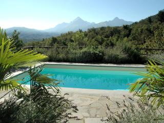 Tuscan villa with private pool and mountain views, Casola in Lunigiana