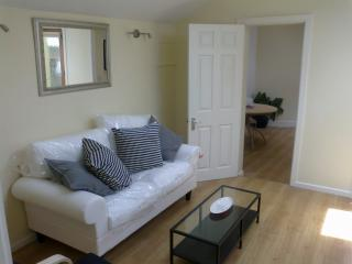 Dalkey  Bright Modern 1 Bedroom Apartment