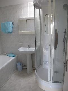 La Lavande bathroom