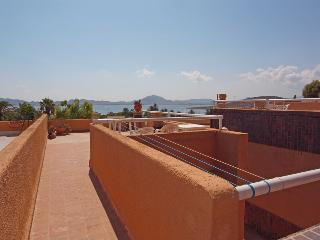 pasillo desde la pequeña terraza hacia la terraza grande