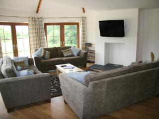 Lounge area wth flat-screen TV