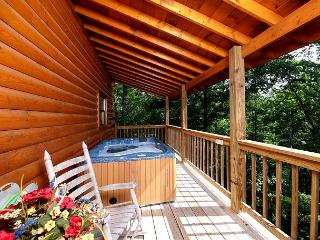 4 bedroom private pool cabin in between Gatlinburg & Pigeon Forge  #409, Sevierville