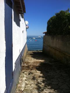 Petit chemin menant à la plage