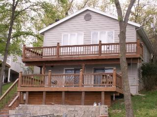 Herring Retreat - Amazing Lake Views 3 Bedroom 2.5 Bath Home. Gravois Arm 1MM., Gravois Mills
