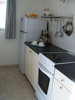 The kitchen has full sized electric cooker & ceramic hob, + spacious fridge/freezer.