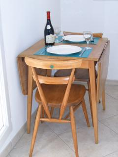 The dining area in the kitchen.......