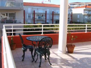 Studio with separate kitchen + spacious balcony, Juan-les-Pins