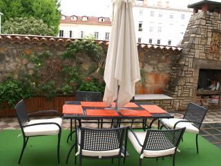 Elegant, unique 3 bedroom Central Cannes apartment with private terrace