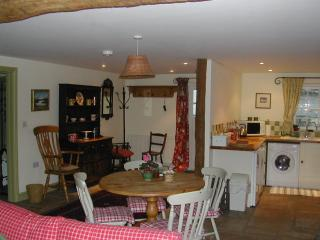 Duck Cottage - 4* Characterful Cottage. Sleeps Two, Brecon