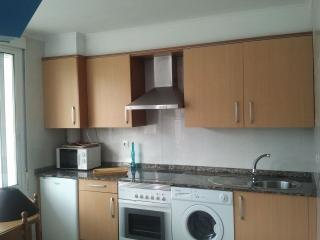 Cocina muy soleada con gran ventanal,totalmente equipada con enseres,electrodomesticas ,mantelería.