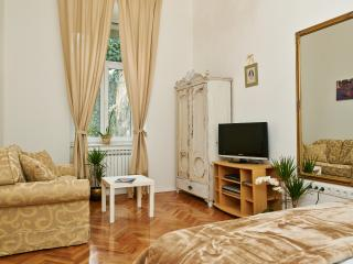 Teatro New Double Bedroom Flat, Zagreb
