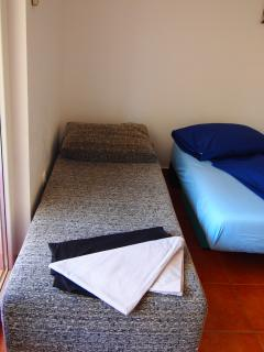 Single sofa bed (one)
