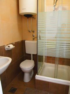 En-suite shower room Bedroom 1