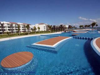 IN MAREAZUL, GRAND CORAL, 3 BEDR CONDO, BEACHFRONT, Playa del Carmen