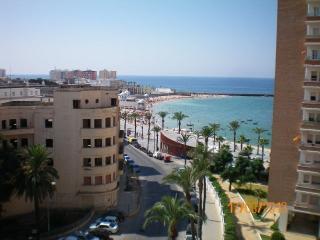 PISO MUY AMPLIO CON GARAJE junto a la playa Caleta