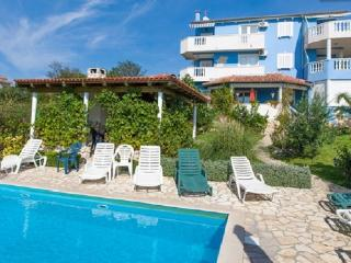 Charming apartment with pool, Kozino