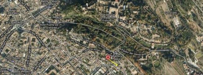 ubicación con respecto al centro de la ciudad y la Alhambra