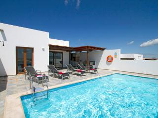 Casa Risa, Holiday Villa with Private Pool, Playa Blanca