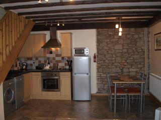 Kitchen/dining area-fully equipped
