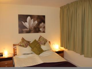 Main bedroom with en suite