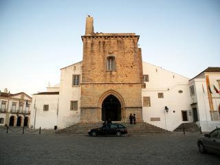 Casinha Faro ideal located