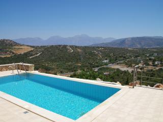 Villa Poppy - private infinity pool and terrace plus wonderful views