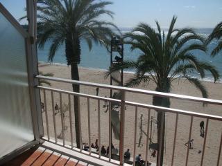 apartamento en 1ª linea de playa con fantasticas v, Salou