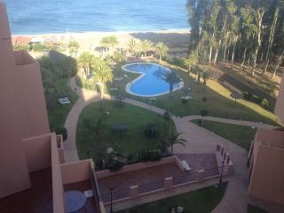 bonito apartamento a pie de playa, San Luis de Sabinillas