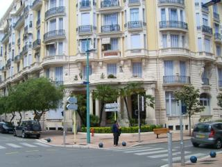 Apt building(Astoria Palais) - 25yds/mts to Beach, Prom and Restaurants