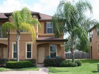 Large 4BR end unit  minutes from Disney free WiFi, Davenport