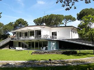 Villa Demetra 700m from the beach, 6 km from center of Forte dei Marmi., Marina Di Massa