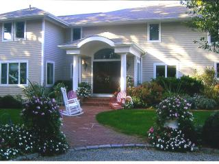 Special Holiday Offer~ Beautiful Waterfront Home, Spa HotTub,Private Sandy Beach